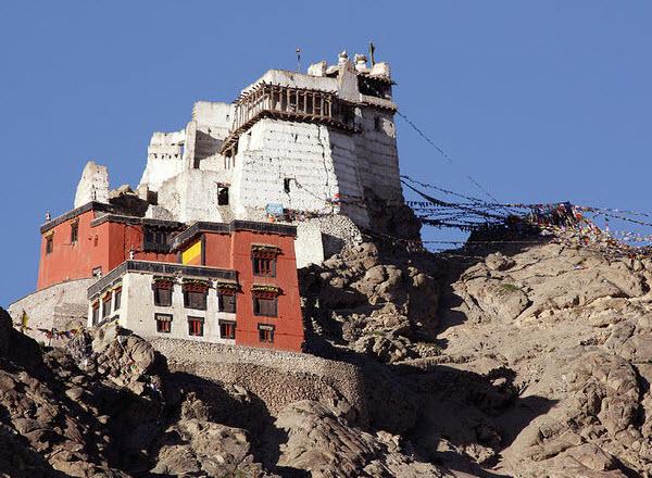 Forward Travel - Ruins of Leh Palace